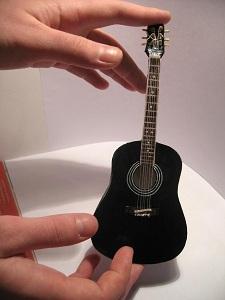 Как сделать своими руками гитару картон